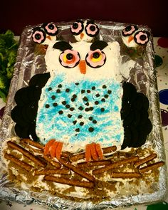 Mama Owl cake - cake cut in shape of owl, chocolate wafer eyes and wings, candy to decorate and pretzel rods for the nest. Ladybug Cakes, Owl Cakes, Chocolate Wafers, Chocolate Art, Owl Mask, Pretzel Rods, Edible Arrangements, Fruit Art, Edible Art
