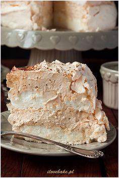 Salmon and mozzarella cake - Clean Eating Snacks Polish Desserts, No Cook Desserts, Polish Recipes, Dessert Recipes, Pavlova Cake, Torte Recipe, French Cake, Bakers Gonna Bake, Tasty Chocolate Cake