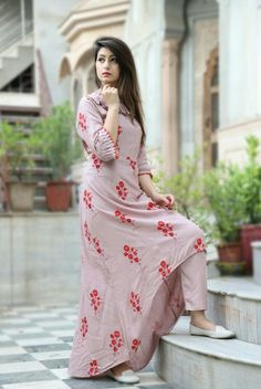 Stylish Women Clothing in 2019 Dress Neck Designs, Blouse Designs, Casual Summer Dresses, Simple Dresses, Classy Fashion, Fashion Fashion, Fashion Shoes, Party Fashion, Fashion Design