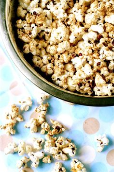 Coconut Oil Popcorn | The Curvy Carrot Coconut Oil Popcorn | Healthy and Indulgent Meals Dangling in Front of You