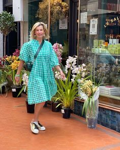 Gingham Dress, Shirt Dress, Shapes, How To Wear, Silhouette, Outfits, Sewing, Rose, Dresses