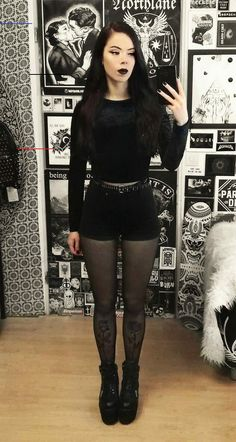 33 Alternative Looks for this Halloween - #casualgoth - Are you looking for outfits ideas for this Halloween? Then check out these 33 alternative looks and get inspired!... Converse Outfits, Vans Outfit, Goth Outfit, Outfit Jeans, Grunge Look, Grunge Style, Goth Look, Dr Martens Outfit, Corporate Goth