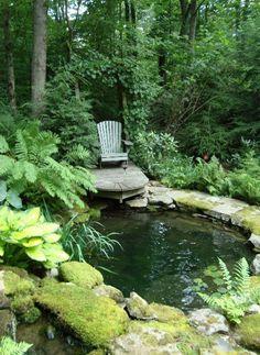 27 idéés pour le bassin de jardin préformé , hors sol + - cour-arrière-étang-chaise-longue