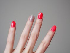Red nails with a twist - Pupulandia
