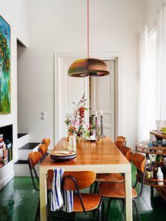 Mixing different home decor makes a dining room unique