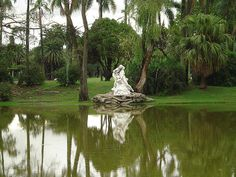 El Beso, en los bosques de Palermo by Giorgio_Ligure, via Flickr