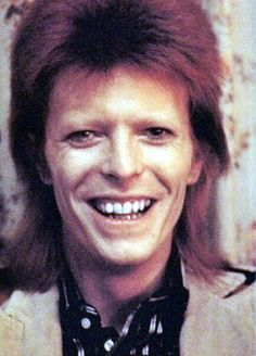 17 /France/Art Student ♦David Bowie - Sherlock - Doctor Who, and everything else awesome♠ F. David Bowie Born, David Bowie Ziggy, Badass, Ziggy Played Guitar, Bowie Starman, The Thin White Duke, Major Tom, Ziggy Stardust, Rock Legends