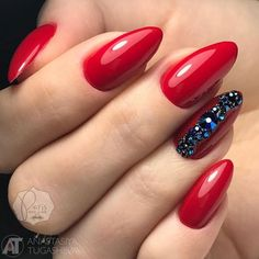 A mani with accent nails has never lost its popularity since its emergence. Let's talk about the present trends. And not only talk but try to create trendy nail designs, as well.