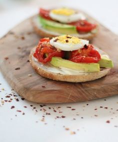 Best Comfort Foods Healthy Avocado Toas Food & Drink Healthy Snacks Nutrition Cocktail Recipes Healthy Avocado Toast with Cream Cheese Roasted Tomatoes and Boiled Eggs www. Healthy Comfort Food, Healthy Snacks, Healthy Eating, Comfort Foods, Vegan Recipes Easy, Clean Recipes, Cooking Recipes, Calorie Dense Foods, Avocado Health Benefits