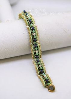 Tutorial : Carrie - Carrier beads bracelet By BeeJang Before I begin, you may ask what carrier bead is. It is a rectangular two holes b... #beadedjewelry