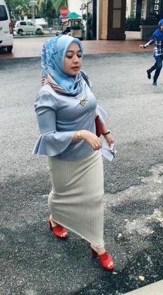 Beautiful Hijab Girl, Beautiful Muslim Women, Pregnancy Videos, Muslim Women Fashion, Muslim Beauty, Cigar Girl, Hijab Chic, Celebrity Portraits, Girl Hijab