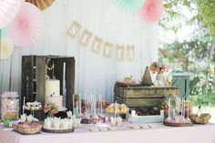 Rustic dessert table for a kids party Super Healthy Recipes, Healthy Dinner Recipes, Peppa Pig, Meals For Two, Kids Meals, Ideas Para Fiestas, Candy Table, Dog Snacks, Dinner Recipes For Kids