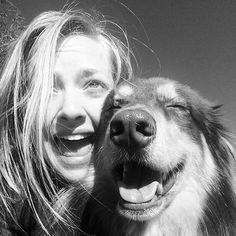 Pin for Later: Spaßige und unverstellte Promibilder in den sozialen Netzwerken  Amanda Seyfried und ihr Hund lachten gemeinsam. Source: Instagram user mingey