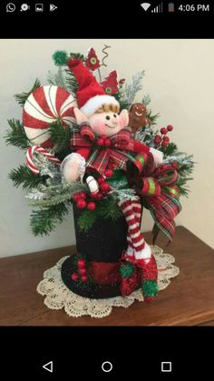 50 Fancy Christmas Hat Ideas That Trending In 2019 Elf Centerpieces, Elf Decorations, Christmas Centerpieces, Christmas Decorations, Christmas Flowers, Noel Christmas, Christmas Wreaths, Christmas Ornaments, Green Christmas