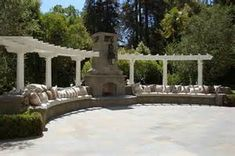curved-pergola-and-built-in-bench-seating-compliment-and-enhance-the-23.jpeg 300×199 pixels