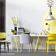 Kühles Grau und leuchtendes Gelb sind das perfekte Team für gute Wohn-Laune. Wir zeigen, wie man die beiden Trendfarben am schönsten kombiniert.