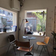 오늘은 매장에 브라이언맥나잇 노래 틀어야겠어요 왠지 따뜻한 느낌 굿데이 보내세요 Cafe Interior, Room Interior, Home Interior Design, Interior Architecture, Interior And Exterior, My Living Room, Living Spaces, Cafe Design, House Design