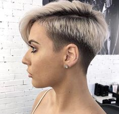 Pixie hairstyles 635289091167925147 - A pixie hairstyle might seem, but a pixie cut is a gorgeous look for someone who wants to try something new with their hair. Taking the plunge might b… Source by shorthairstylescom Pixie Haircut For Round Faces, Pixie Haircut For Thick Hair, Round Face Haircuts, Haircuts For Fine Hair, Punk Pixie Haircut, Haircut Short, Pixie Cut With Undercut, Hair Undercut, Short Textured Hair