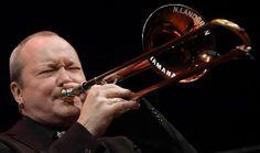 Um dos representantes da onda Funk é branquelo, é trombonista e nasceu na Suécia - Nils Landgren. Em foco, sua Funk Unit.