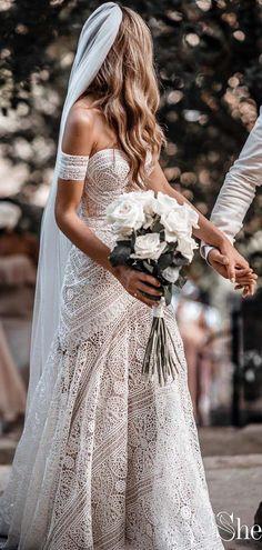 Sweetheart Neck Lace Boho Brautkleider mit Armband. #bohowedding #bohoweddi …