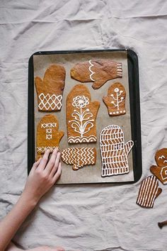 super cute gingerbread mitten cookies at Fine Little Day Christmas Gingerbread, Noel Christmas, Merry Little Christmas, All Things Christmas, Winter Christmas, Xmas, Gingerbread Decorations, Holiday Treats, Christmas Treats