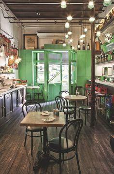 Petite halte dans un bar typique de Barcelone