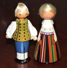 Salvo dolls from Estonia. I'm not sure which region they are from. Dated 1979.