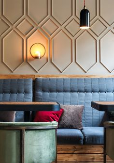 Ideas for modern booth seating restaurant design Restaurant Booth Seating, Wine Bar Restaurant, Banquette Seating, Wall Molding, Moulding, Wall Decor, Room Decor, Restaurant Interior Design, Restaurant Interiors