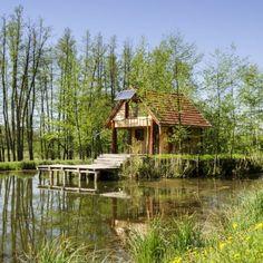 10 különleges faház Magyarországon – Erdei szálláshelyek, wellness faházak a természet ölelésében Hungary, Pond, Places To Visit, House Styles, Home Decor, Cabins, Travelling, Water Pond, Decoration Home