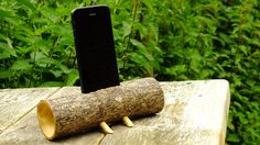 This stand fits the iphone 5 and above, this log has been drilled out to produce a small amount of amplification from the internal speaker of the phone. As it needs no power its always ready to give your music a little more umph. Iphone Stand, Diy Speakers, Unique Jewelry, Handmade Gifts, Music, Workshop, Woodworking, Tech, Organization