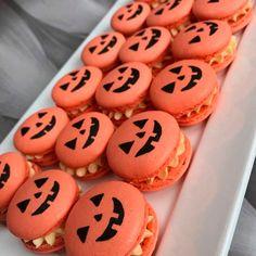 Halloween Desserts, Comida De Halloween Ideas, Bolo Halloween, Postres Halloween, Cute Desserts, Halloween Food For Party, Halloween Cookies, Halloween Treats, Halloween Macaroons