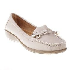 Mocasini Fenda beige - 46.02 lei Fendi, Get The Look, Loafers, Shoes, Fashion, Travel Shoes, Moda, Zapatos, Moccasins