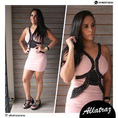 O detalhe que faz toda diferença no vestido! Lacrou o modelito 😍 #alkatraz #alkatrazararas #moda #estilo #preçosbaixos #homem #mulher