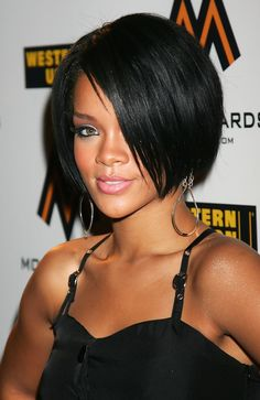 Rihanna Photos - Singer Rhianna arrives at the MOBO Awards Launch at Movida on August 22, 2007 in London, England. - The MOBO Awards - Launch At Movida
