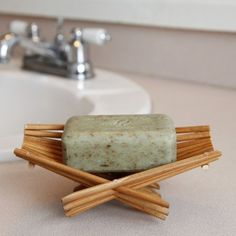 Collapsible, upcycled soap dish made from chopsticks. This soap dish is also perfect for displaying pretty little guest soaps and can also be used for a potpourri tray. Craft Stick Crafts, Diy And Crafts, Diy Soap Holder, Tea Stains, Soap Packaging, Art Furniture, Chopsticks, Diy For Kids, Diys