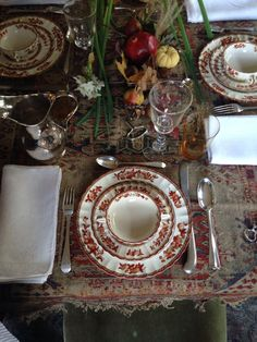 Making a classic, cozy holiday table is as easy as glancing underfoot. Christmas Tablescapes, Holiday Tables, Outdoor Parties, Persian Carpet, Christmas Time, Magical Christmas, Table Settings, Setting Table, Place Settings