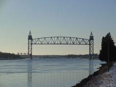 Image from https://upload.wikimedia.org/wikipedia/commons/1/13/Cape_Cod_Canal_-_Railroad_Bridge.jpg.