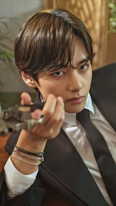 """""""BTS V/ Kim Taehyung/ Tae as that guy you know is trouble but can't help be attracted to lockscreens/ wallpapers. Kim Taehyung Funny, V Taehyung, Foto Bts, Bts Photo, Chris Hemsworth, V Smile, Foto Rap Monster Bts, V And Jin, Taehyung Photoshoot"""