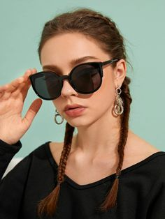 Plain Frame Flat Lens Sunglasses With Case Latest Sunglasses, Sunglasses Sale, Sunglasses Accessories, Cat Eye Sunglasses, Sunglasses Women, Women Accessories, Fashion Accessories, Sports Glasses, Credit Card Wallet