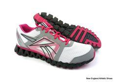 Reebok women Zigquick Fire running shoes size 11 - White / Pink / Silver  $90 #
