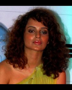 Looking at the previous pictures of the Queen actress Kangana Ranaut we guess she was just having a bad hair day and one thing is absolutely not forgettable, her lip colour is way too glossy.
