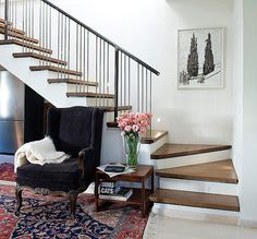 House N is a contemporary property completed in 2001 by Dana Gordon + Roy Gordon Architecture Studio, situated in Hadar Yosef, Tel Aviv, Israel. Interior Stairs, Interior Architecture, Interior And Exterior, Shop Interior Design, House Design, Flooring For Stairs, Eclectic Bathroom, Tel Aviv, Home Decor
