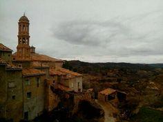 Para hoy lunes os dejo una foto de ayer de nuestro pueblo enmarañado de nubes y que provocó lluvia