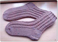 Nine-to-Five Socks http://www.ravelry.com/patterns/library/nine-to-five-socks Wolle: Supergarne Nadelspiel: 2,5 60 Gesamtmaschen ...