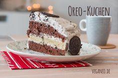 """Manchmal muss man einfach sündigen.. und wenn, dann gerne auch mal so richtig süß. Auf meinem Geburtstagscafé gab es diese """"mehrstöckige"""" Oreo-Torte (bzw. Oreo-Kuchen), die einfach alle begeistert hat. :) Sie ist etwas mehr Aufwand, aber macht einiges her und schmeckt köstlich.Das Rezept ist für eine 26cm Springform ausgelegt. Es reicht für 12 Stücke, die gut satt machen.. :) Du brauchst i ..."""