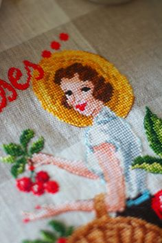 Нитки, ножницы, бумага: LE BRODEUSES PARISIENNES Torchon «Cerises» à broder au point de croix, magazine Creation Point de Croix 52