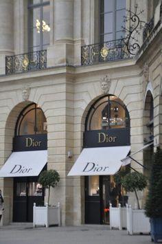 Dior boutique, place Vendôme by Maelo Paris Dior Shop, Displays, Belle Villa, I Love Paris, Shop Fronts, Paris Travel, City Lights, Store Design, Boutiques