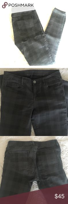 KUT Vic toothpick skinny gray plaid pants sz 4 Worn once or twice. The fit is great on these pants. Snug but hugs in the right places. Size 4. Kut from the Kloth Jeans Skinny