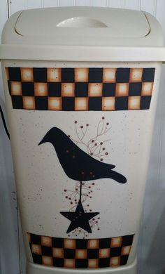 Primitive Country Crow on a Star Checkered Large Kitchen Trash Can. in Antiques, Primitives | eBay Primitive Kitchen, Country Primitive, Painted Trash Cans, Rustic Quilts, Kitchen Trash Cans, Painting Patterns, Crow, Decor Styles, Canning