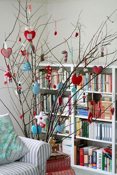 Christmas twig tree by Saídos da Concha on flickr. I'm in love